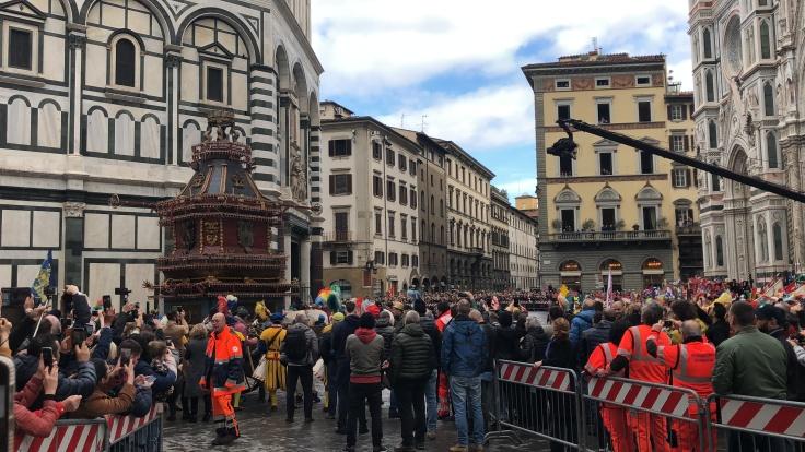 Il Scoppio del Carro, arrival at Duomo